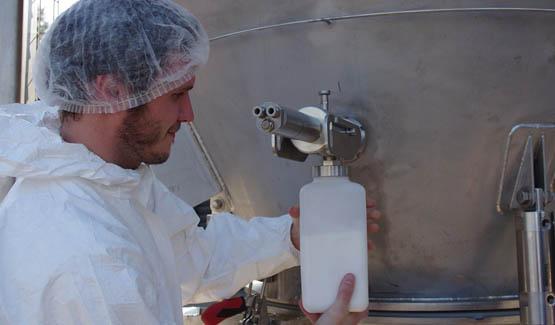 Échantillonneur de poudre de lait sur trémie de stockage