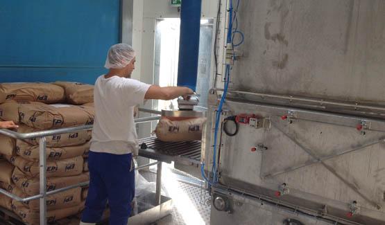 Manipulateur de sacs de poudre