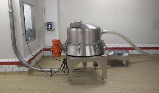 Tamisage et transfert pneumatique de lait infantile