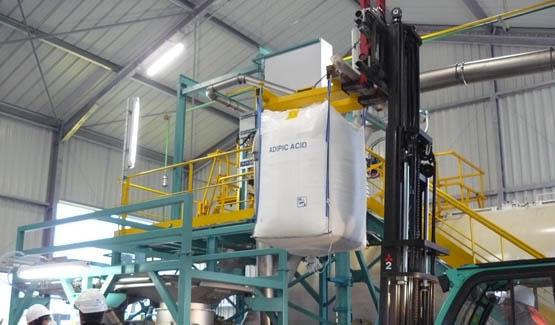 Vidange de big bags d'acide pour remplissage camion